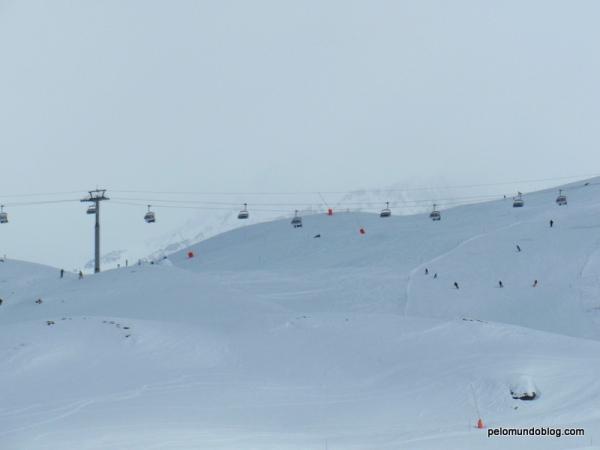 Parece formigueiro o pessoal esquiando.
