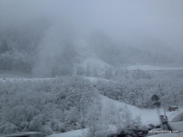 Muita neve depois de sair do trem.