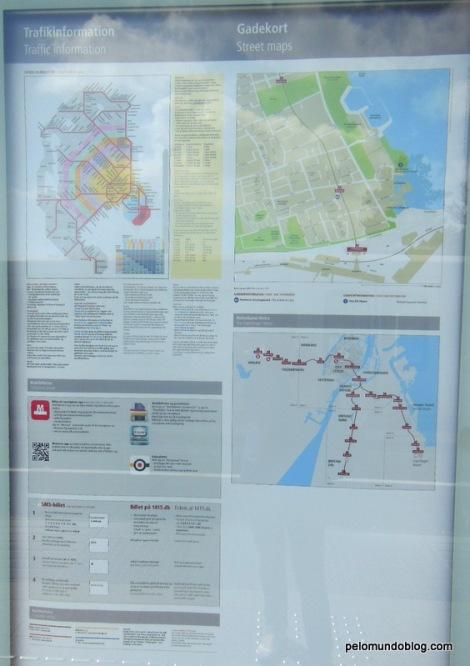 Painel na estação de metrô com informações das linhas