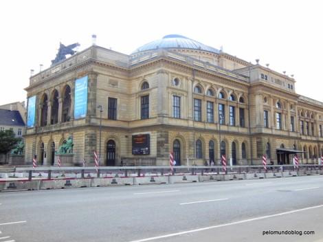 Este é o Royal Theater que fica em frente da Estação Kongens Nytorv
