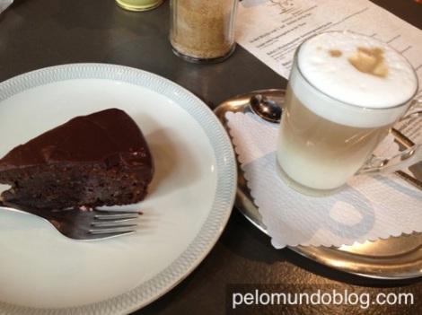 Latte Macchiato e o bolo de comer rezando!!
