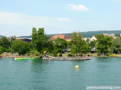 A piscina pública em Tiefenbrunnen.
