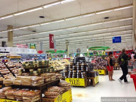 Quilômetros de supermercado.