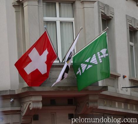 Bandeira da Suíca, da cidade e do cantão de St. Gallen.