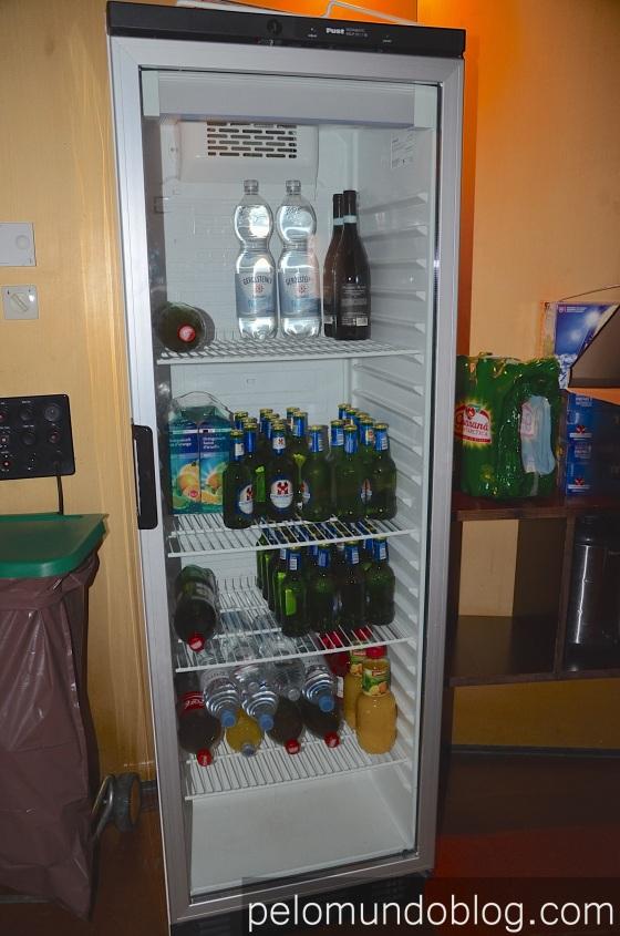 Tem mais 2 freezers na cozinha.