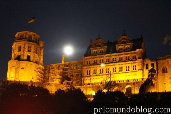 Heidelberger Schloss iluminado durante a noite. Foto: Andre Langaro
