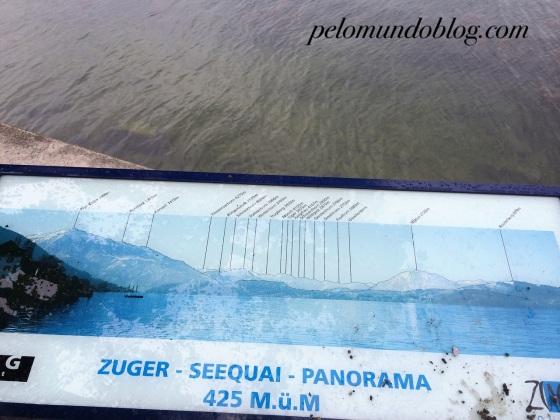 As montanhas que a gente consegue ver do lago de Zug. Pena que o dia estava nublado.