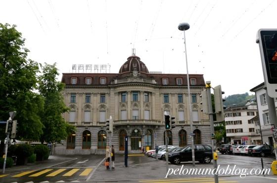 O prédio dos correios.