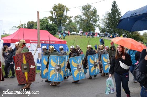 Os legionários chegando para a demonstração.