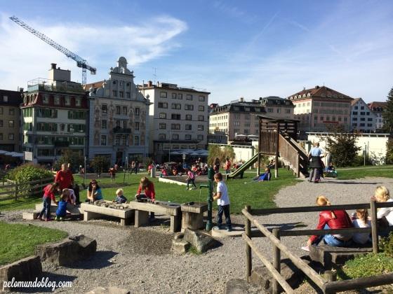 Tem um parquinho na frente da Kloster. Bom para as crianças aproveitarem o lugar.