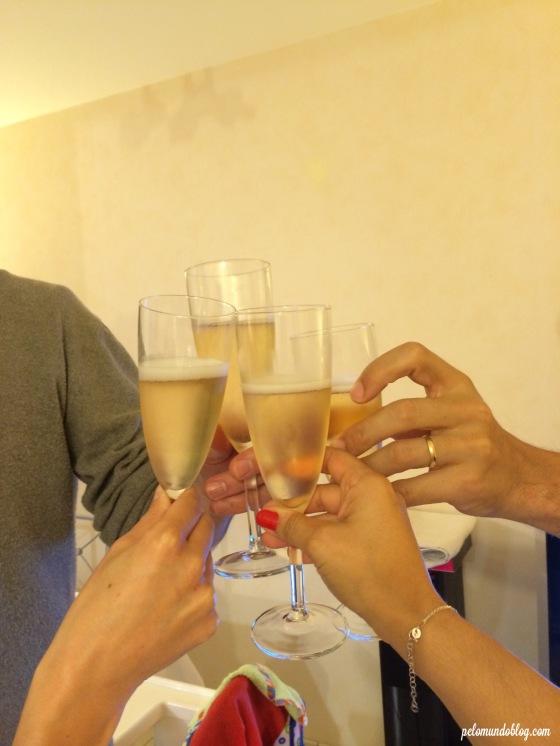 Um brinde aos nossos amigos que nos proporcionaram dias muito legais.