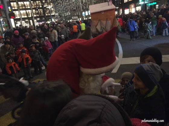 Eram vários Samichlaus que distribuíram Lebkuchen (um bolinho parecido com o nosso pão de mel) para as crianças.