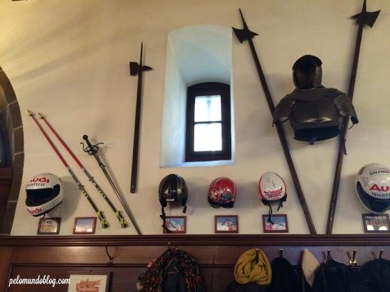 Objetos de atletas suíços  que são famosos em esportes de inverno.