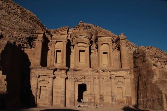 Depois de vários degraus, o Monasterio - Petra