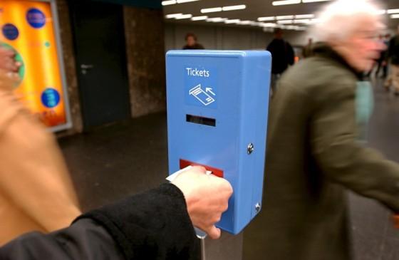 Procure esta máquina para validar seu ticket. Fonte: www.sueddeutsche.de