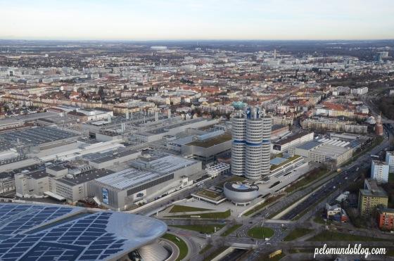 Mundo e Museu da BMW vistos da torre.