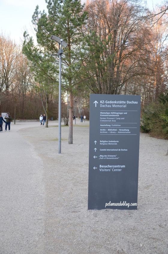 Caminho para o Memorial.