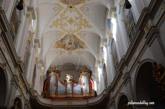 O órgão, instrumento fácil de encontrar nas igrejas europeias.