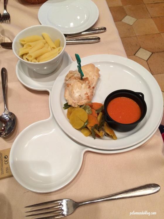 O prato principal da Ana Julia.