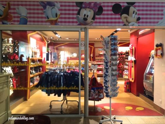 Lojinha com produtos da Disney.