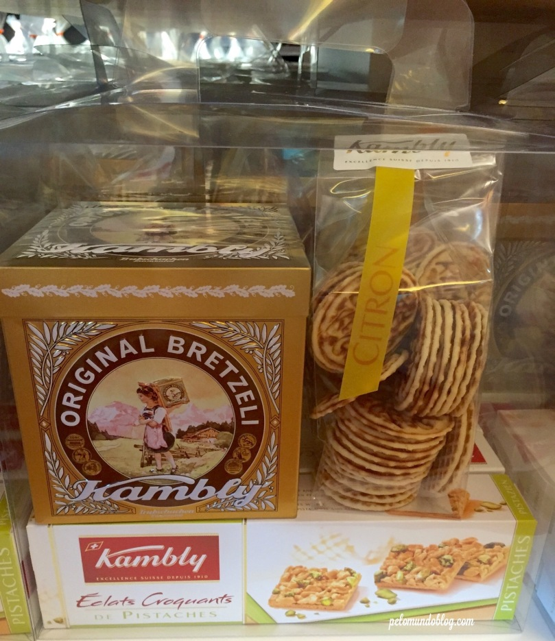 O tradicional Bretzeli com um biscoito de pistache.