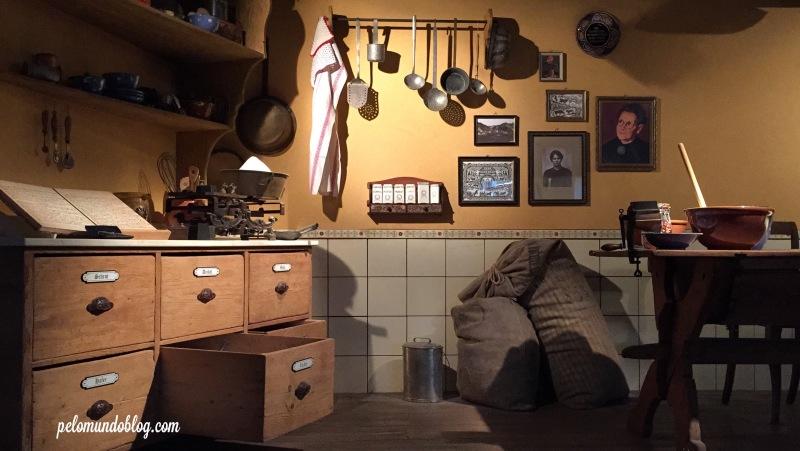 Este é um espaço, na loja, que conta um pouco da história da Kambly.