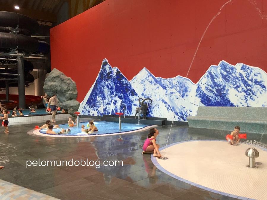 Chafariz e as piscinas dos bebês e das crianças.