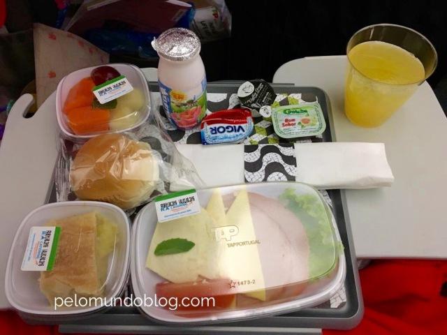 Café da manhã no voo Porto Alegre - Lisboa.