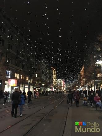 Bahnhofstrasse e as luzes de Natal (chamadas de Lucy).